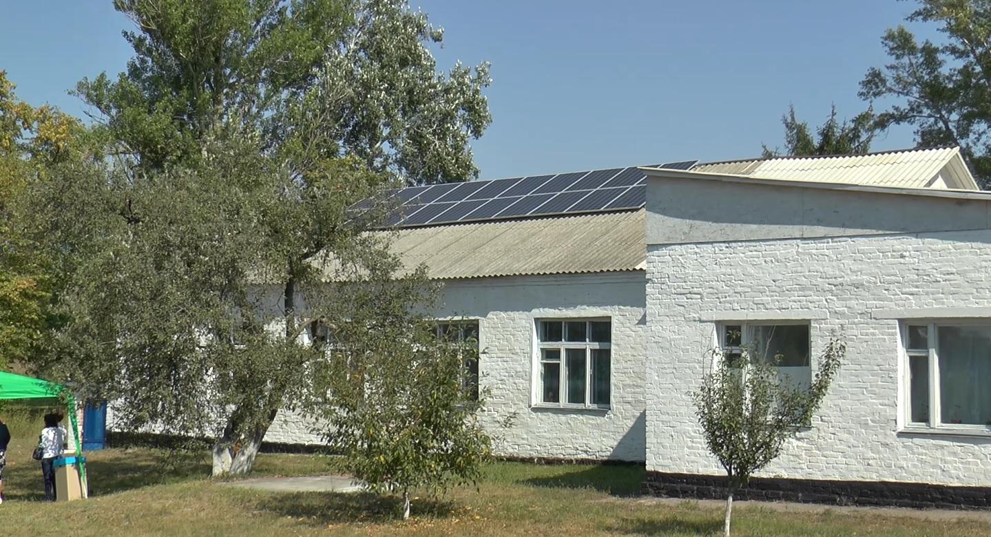 Картинки по запросу сонячні панелі на даху